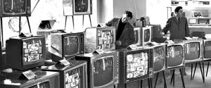 Почему телевизоры в СССР делались на 12 каналов, а показывало всего 2 программы