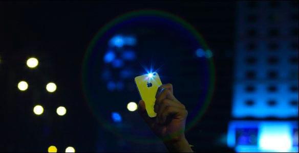 Айфон с фонариком
