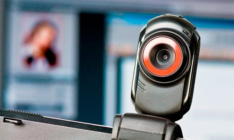 вебкамера на мониторе