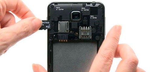 Вставка карты памяти в телефон