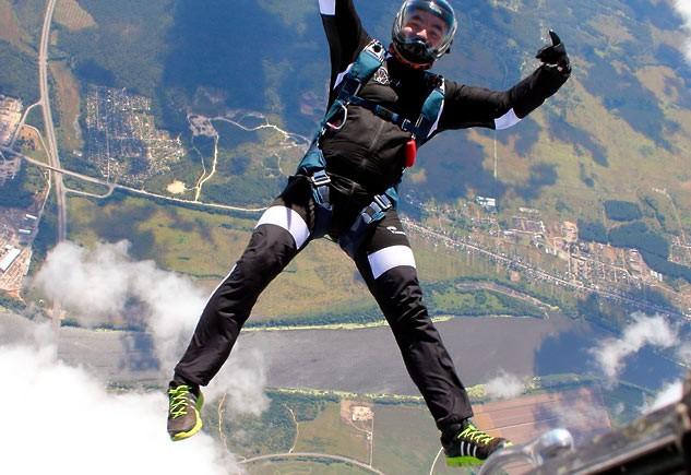 прыжок парашютиста