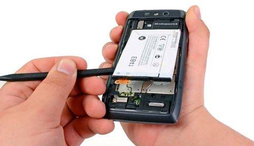 Извлечение батареи смартфона