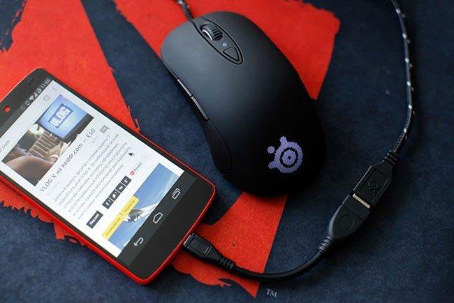 Смартфон и мышка