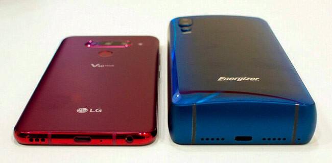 Толщина корпуса смартфона Power Max P18K Pop в сравнении с LG