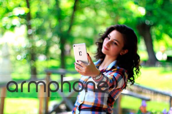 Девушка с Armphone
