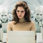 Женщина и роботы