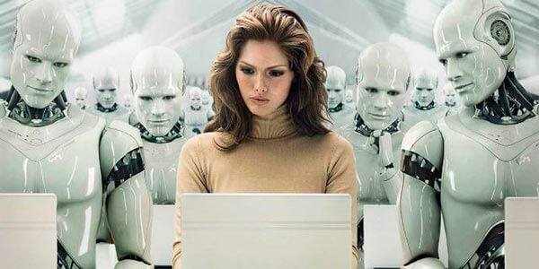 Девушка с ноутбуком и андроидами