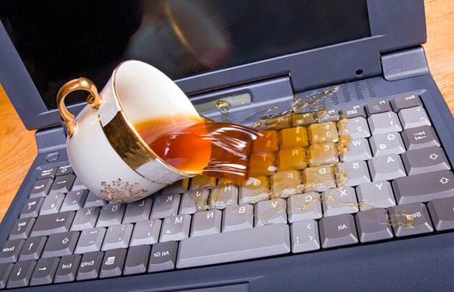 Чай проливается на клавиатуру