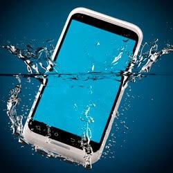 Сенсорный телефон упал в воду — что делать?