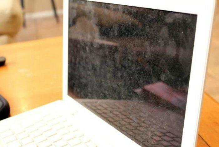 грязь на экране ноутбука