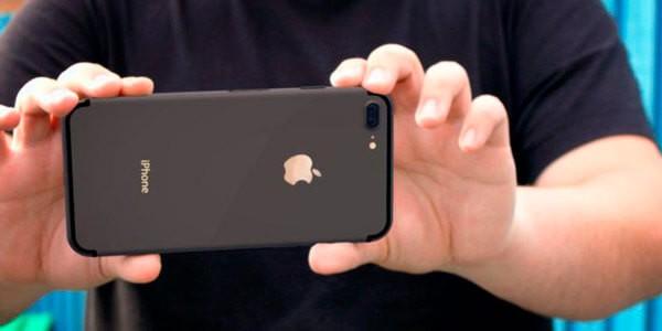 Айфон 7 в руках