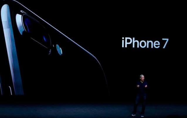 Шиллер на презентации Айфон 7