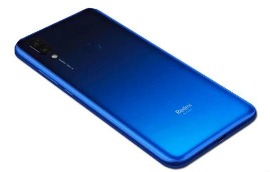 В Индии этот смартфон раскупили за считанные секунды после анонса. Скоро он появится в России!