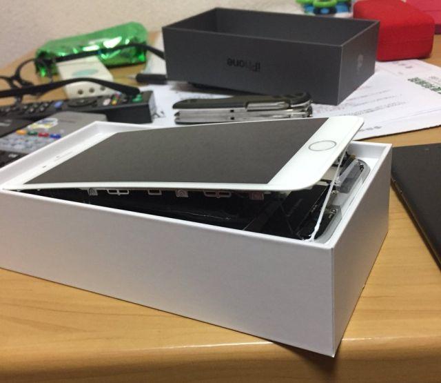 Экран отсоединился от корпуса Айфон 8