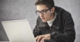 Как в Дискорде можно дать админку и передать права на сервер другому человеку
