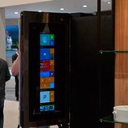 LG показала первый в мире холодильник с операционной системой Windows 10
