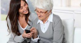 Зачем пенсионерам нужен обычный кнопочный телефон в дополнение к смартфону