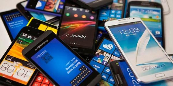 Смартфоны и телефоны насыпью