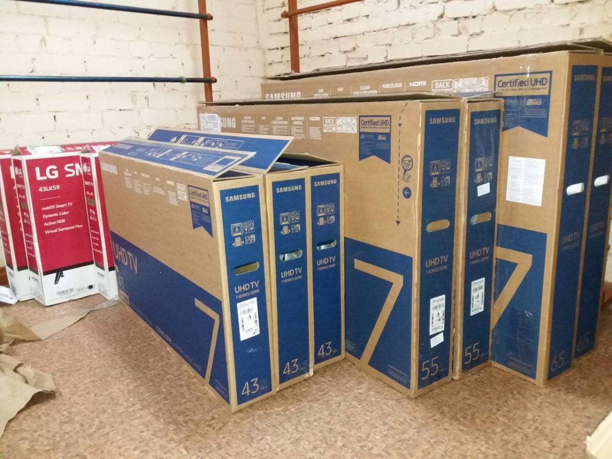 телевизоры в упаковке на складе