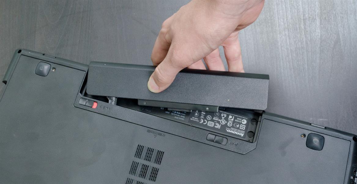 вынуть батарею ноутбука