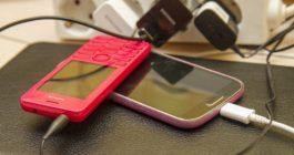 Как правильно заряжать телефон, чтобы долго работала батарея